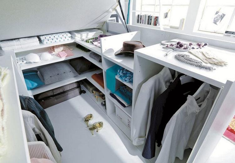 кровать-подиум с откидным механизмом