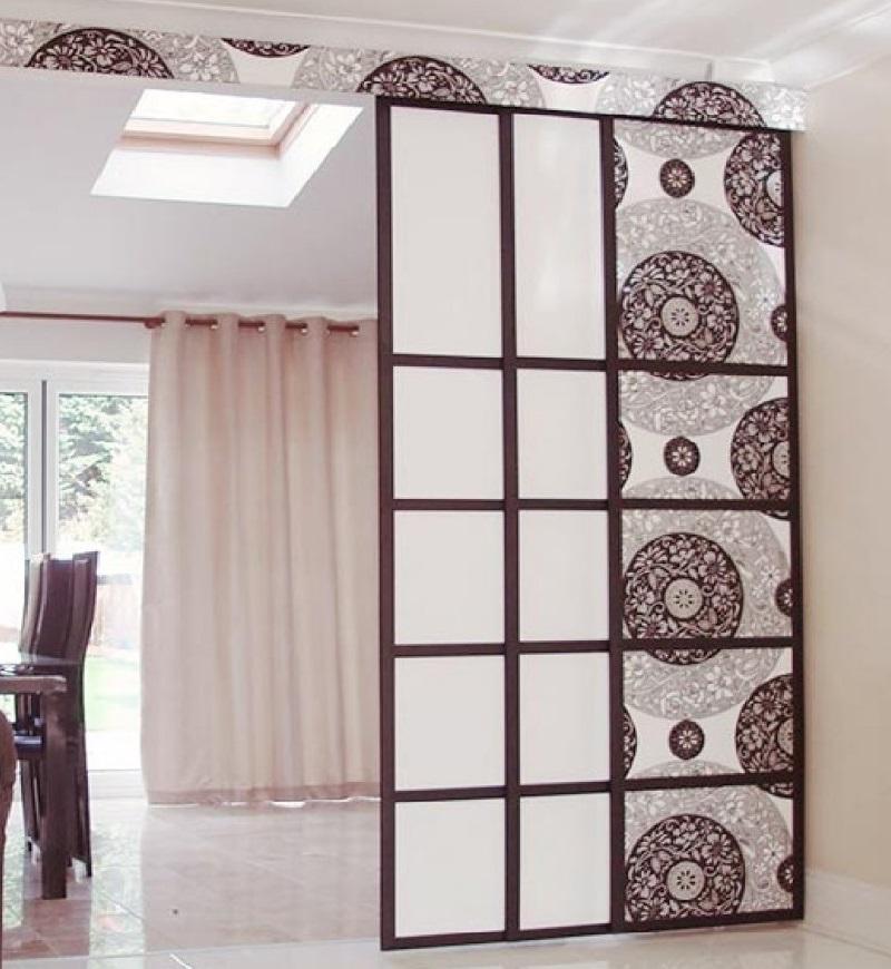 Раздвижные перегородки для зонирования комнаты